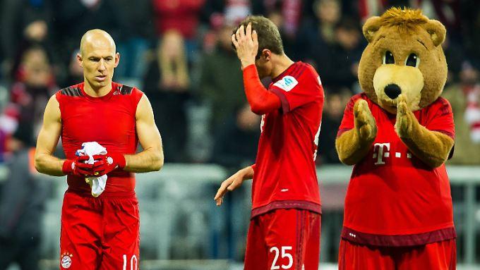 Ein Satz mit x: Arjen Robben, Thomas Müller - und, ganz rechts, mutmaßlich der Typ, der um fünf in der Früh in die Bar kam.