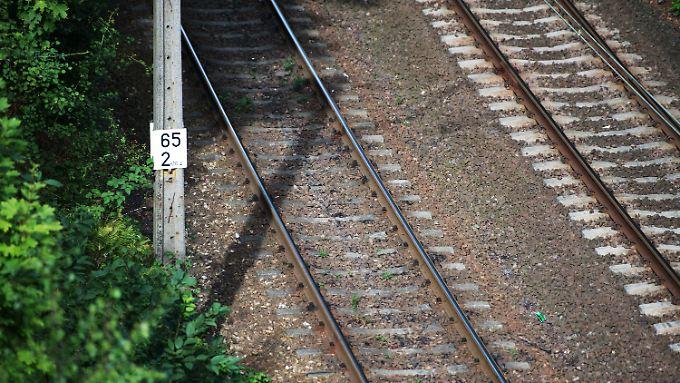 Blick auf die Bahnstrecke von Wroclaw nach Walbrzych: Bei Kilometer 65 soll angeblich eine Geheimweiche liegen (Archivbild).