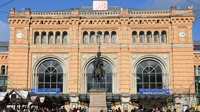 Islamistisch motivierte Tat im Hauptbahnhof von Hannover? Die Jugendliche stach dem Polizisten ohne Vorwarnung in den Hals.