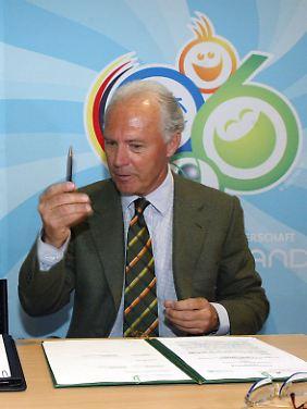 """""""Blind"""" will Franz Beckenbauer während der WM-Bewerbung und -Organisation alles mögliche unterschrieben haben."""