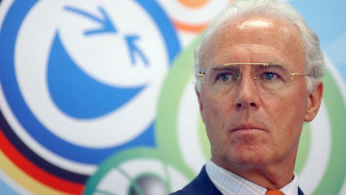 """""""Robert hat mir alles abgenommen - vom Auswechseln der Glühbirne bis hin zu wichtigen Verträgen"""", begründet Franz Beckenbauer seine Wissenslücken."""