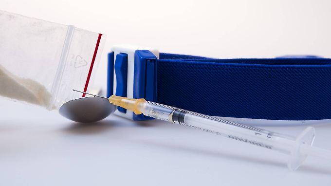 Die meisten Todesfälle sind auf den Konsum von Opiaten allein oder in Kombination mit anderen Drogen zurückzuführen.