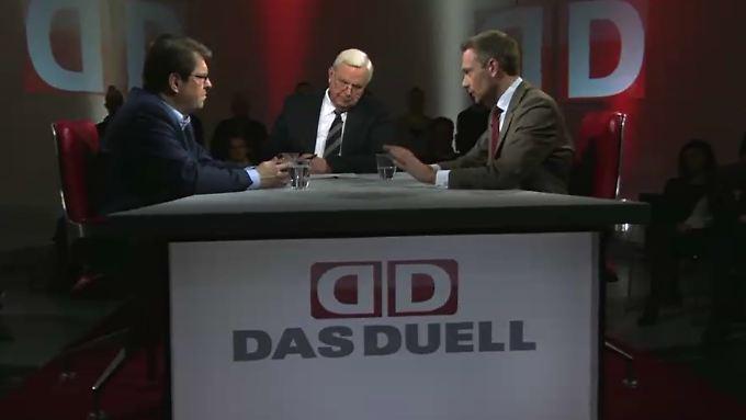 """Ralf Stegner und Christian Lindner (r.) debattierten im """"Duell"""" zum Thema: """"Stacheldraht und Tränengas – harte Hand statt offener Grenzen?"""""""