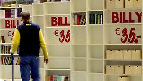 """""""Billy"""" gibt es mittlerweile in verschiedenen Farben und Größen."""