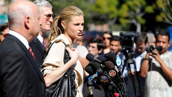 Erleichterung nach dem Urteil: Erin Andrews tritt vor die Presse.