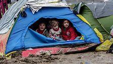 Es wird geschätzt, dass sich rund 5000 Kinder in Idomeni aufhalten, ...