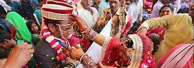 So feierlich wie diese typisch indische Hochzeit wurden die Scheinehen vermutlich nicht begangen (Archivbild).