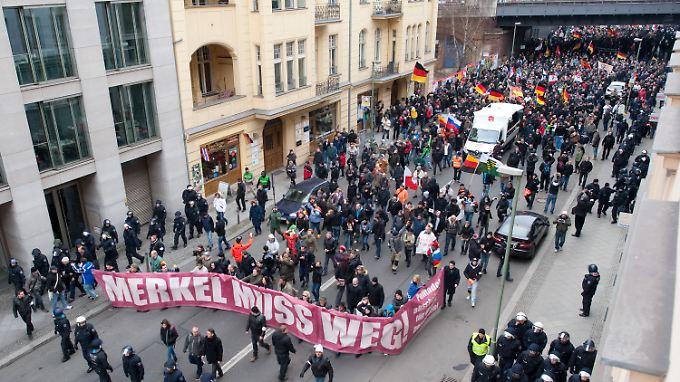 Parteien, Gewerkschaften, Kirchen, linke Gruppen und der Türkische Bund hatten zu der Gegendemonstration aufgerufen.