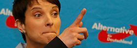 Die AfD-Bundesvorsitzende Frauke Petry kann sich über die Wahlergebnisse in den drei Bundesländern freuen.