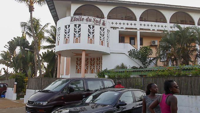 Schwerbewaffnete hatten Menschen in drei Hotels und an einem Strand angegriffen.