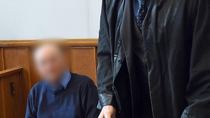 Der angeklagte Handwerker soll seine Ehefrau heimtückisch ermordet haben.