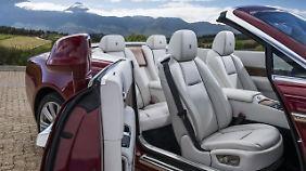 Im Rolls-Royce sitzen die Mitfahrer höher.