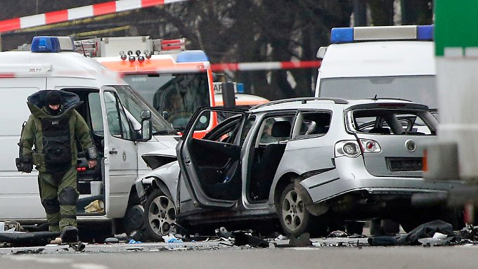 Mordkommission Berlin ermittelt: Autobombe reißt Fahrer auf offener Straße in den Tod