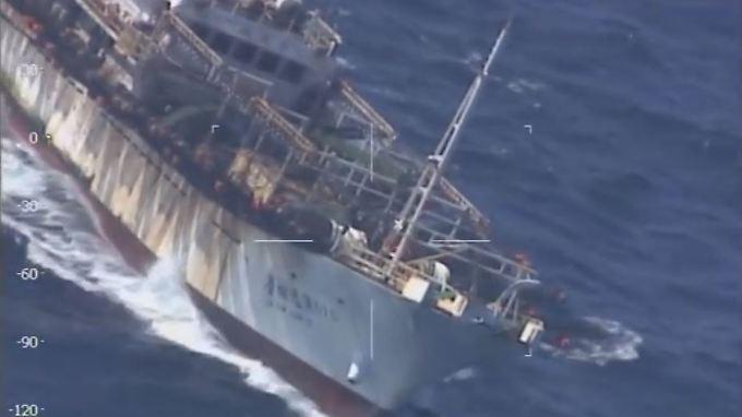 """Nicht das sauberste Schiff: Die """"Lu Yan Yuan Yu 010"""" im Visier eines Luftaufklärers der argentinischen Küstenwache."""