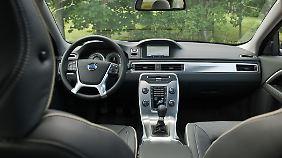 Von Innen zeigt sich der V70 solide und modern: Die Sicherheits-Features sind auf höchstem Standard.