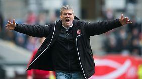 Erlebte als neuer Düsseldorf-Trainer gleich ein verrücktes Spiel: Friedhelm Funkel.