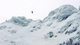 Rettungshubschrauber sind in den Skigebieten im Dauereinsatz.