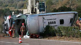 Der Busfahrer wurde bei dem Unglück nur leicht verletzt.