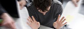 Der Chef sollte für ein gesundes Betriebsklima und für eine gelungene Kommunikation mit denMitarbeitern sorgen.