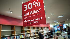 Bei Stern Verlag sind die Regale bereits leer. Die Traditionsbuchhandlung muss aufgeben.