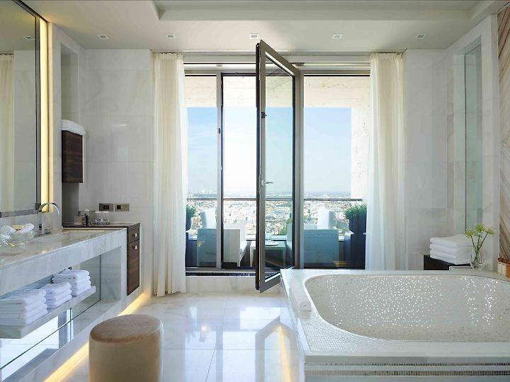 Das Badezimmer in der 7500-Euro Präsidenten-Suite strahlt.