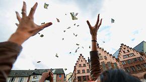 """Geschenkte Euro als Tabubruch?: So funktioniert das umstrittene """"Helikoptergeld"""""""