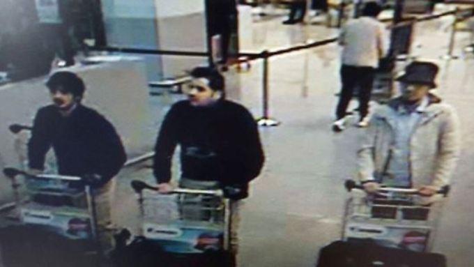 Najim Laachraoui, Ibrahim El Bakraoui und Faycal Cheffou (v.l.) auf einem Foto, das von einer Überwachungskamera des Brüsseler Flughafens aufgenommen wurde.