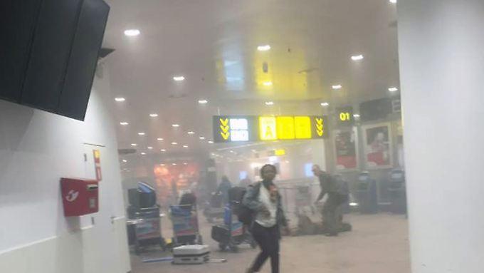 Zwei Tage nach den Anschlägen in Belgien mehren sich die Belege für enge Verbindungen zwischen den Attentätern von Paris und Brüssel.