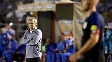 Klatsche für Klinsmann: Der US-Coach im Mateo-Flores-Stadion in Guatemala City.