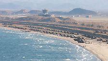 Irgendwo an der Küstenlinie in Nordkorea: Mit einem Großaufgebot von mobilen Abschussbasen ist das Militär des kommunistischen Landes präsent.