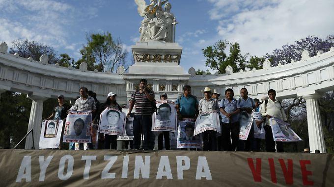 Die Regierung von Mexiko möchte einen Schlussstrich unter die Entführung der 43 Studenten ziehen - ihre Familien lehnen das ab.