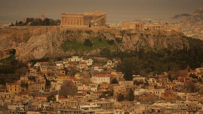 Kräftige Südwinde tragen Sahara-Staub immer wieder bis in den Süden Europas, wie hier nach Athen.