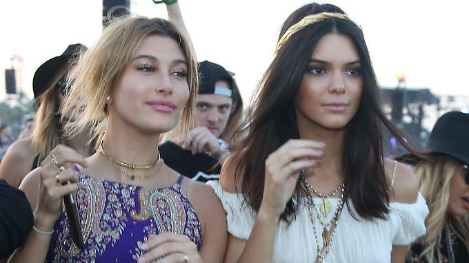 Hailey Baldwin (l.) und Kendall Jenner sind seit Jahren eng befreundet.
