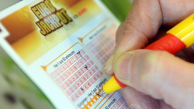 Die Wahrscheinlichkeit den Eurojackpot zu knacken liegt bei 1 zu 95 Millionen.