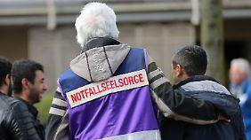 Notfallseelsorger kümmerten sich um die schockierten Menschen.
