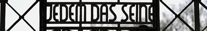 Der Tag: 10:27 Britische Neonazis schänden Buchenwald