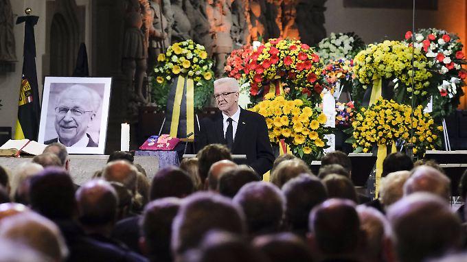 Ministerpräsident Windfried Kretschmann würdigt den verstorben Lothar Späth.