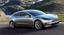 In San Diego kampieren Kunden vor einer Tesla Niederlassung. Sie wollen das neue Model 3. vorbestellen. Das 31000Euro teure Elektroauto könnte ein Verkaufshit werden. Foto: Mike Nelson