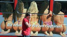 Was Interessierte früher mühsam suchen mussten, ist jetzt alltäglich im deutschen Straßenbild zu finden.
