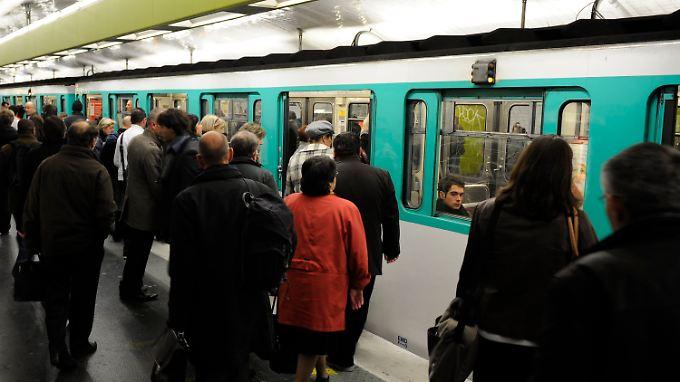 Alltag in der Pariser Metro.