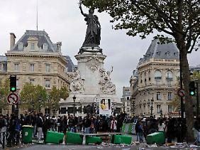 Studenten blockieren den Platz der Republik in Paris.