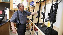 Zum Schutz von Schülern und Lehrern: US-Schulbezirk will halbautomatische Waffen