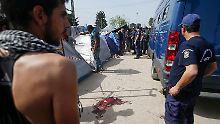 Nach dem Unfall war es in Idomeni zu Zusammenstößen zwischen den Flüchtlingen und der Polizei gekommen.