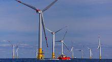 "Windräder des Offshore-Windparks ""Baltic 2"" vor der Insel Rügen."
