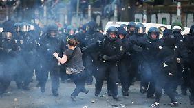 Die Polizei war mit 1200 Einsatzkräften vor Ort.
