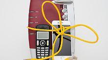 Internet, Handy, Festnetz und manchmal sogar auch noch TV – Kombitarife verbinden mehrere Leistungen eines Anbieters. Manche Kunden können dadurch jeden Monat Geld sparen, werben die Anbieter. Aber die Pakete lohnen sich nicht für jeden.