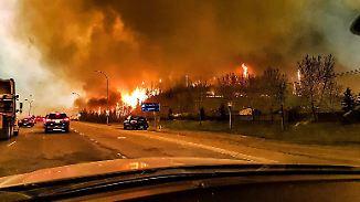 Fast 100.000 Menschen auf der Flucht: Waldbrände in Kanada zerstören 2000 Häuser