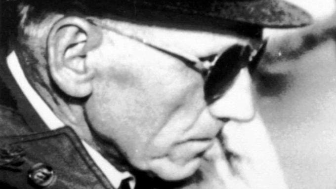 """Sektenführer Paul Schäfer nach einer Gerichtsaussage im chilenischen Parral im Jahr 1989 - der Richter war laut der bislang geheim gehaltenen Papiere """"enormem politischen Druck"""" ausgesetzt."""