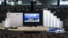Bei der Hauptversammlung von BMW im Saal der Olympiahalle wurden viele kritische Fragen gestellt.