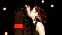 Ein Bild, das um die Welt ging: Presley und Jackson bei den MTV Awards 1994.